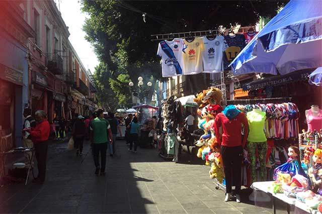 Siguen ambulantes instalados en calles del Centro Histórico de Puebla