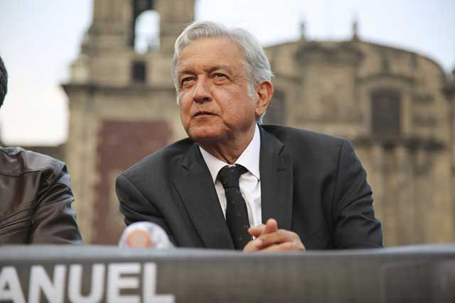 AMLO arremete contra Claudio X González por destapar a Meade