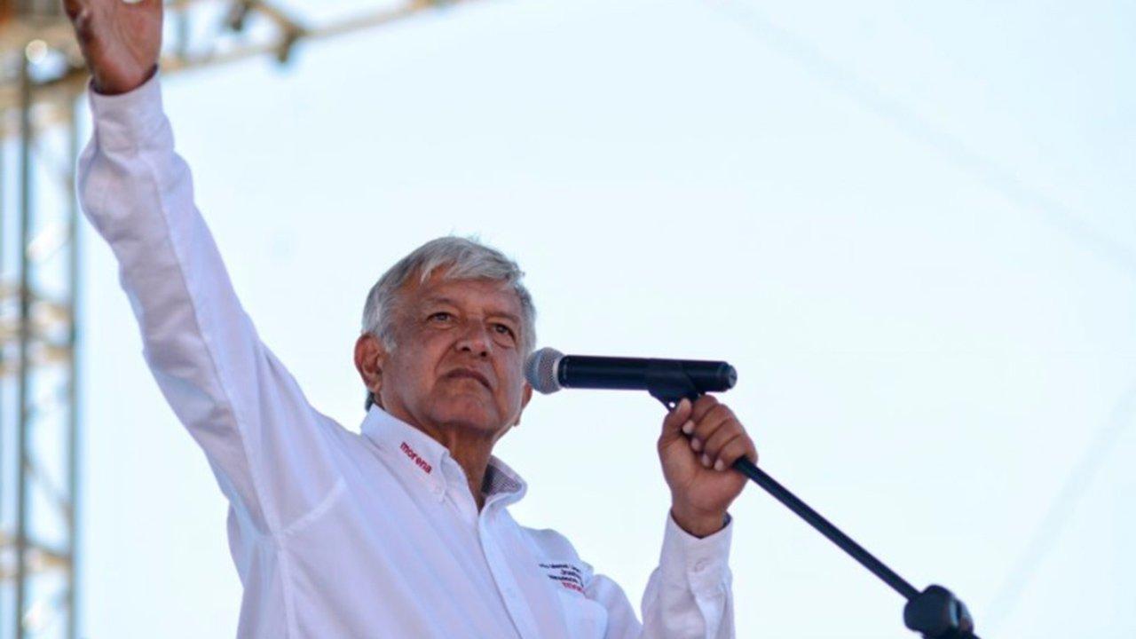 AMLO dice que protege a líderes sindicales para beneficiar a trabajadores