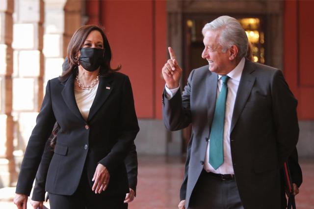 Kamala Harris y AMLO se reúnen en Palacio Nacional