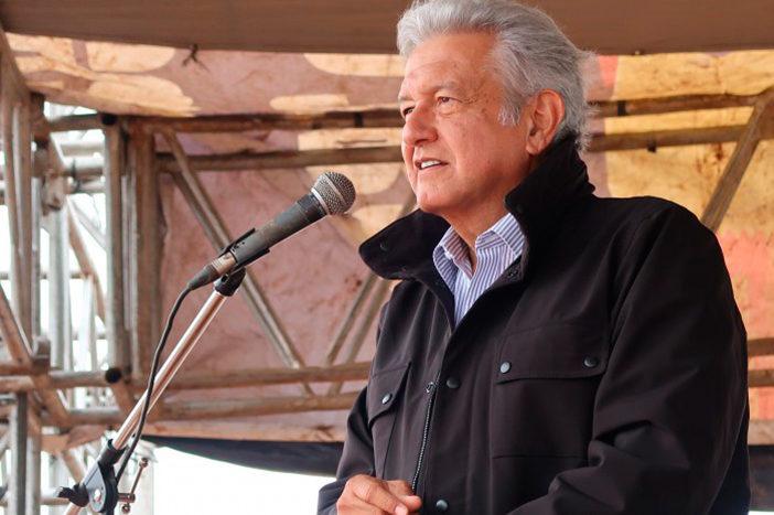 Padre de normalista encara nuevamente a López Obrador en Nueva York