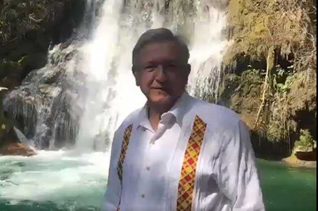 AMLO cumple hoy 64 años y afirma que está al 100 gracias a Dios y a la ciencia