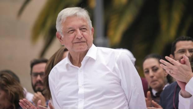 López Obrador inscribe candidatura presidencial en México
