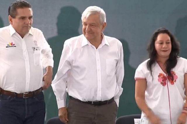 Para acabar con aviadores, AMLO anuncia censo de maestros en Michoacán