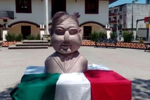 El Mijis se enoja por escultura que altera los rasgos de AMLO
