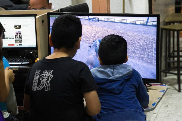 AMLO: jóvenes son adictos a videojuegos por falta de clases