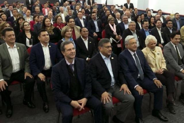 AMLO ofrece mediar en la elección de la dirigencia del SNTE