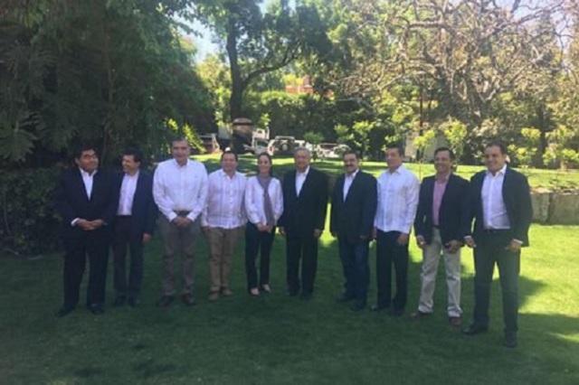 AMLO reúne a Barbosa, el Cuau y sus candidatos a gobernadores