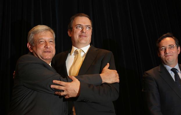 AMLO encarga a Marcelo Ebrard y a Ricardo Monreal que defiendan el voto