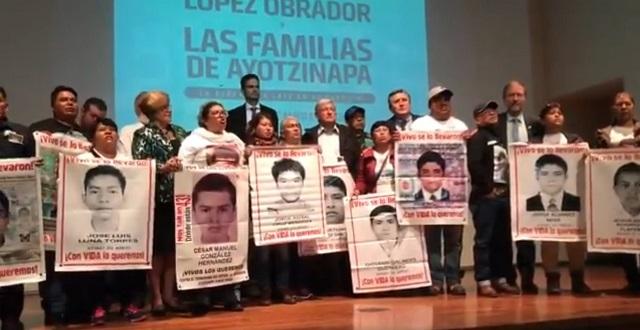 AMLO se compromete con padres de los 43 a crear Comisión de la Verdad