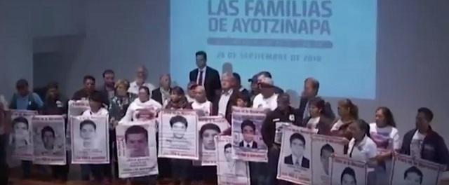 Padres de los 43 piden que AMLO castigue a Tomás Zerón por sembrar pruebas