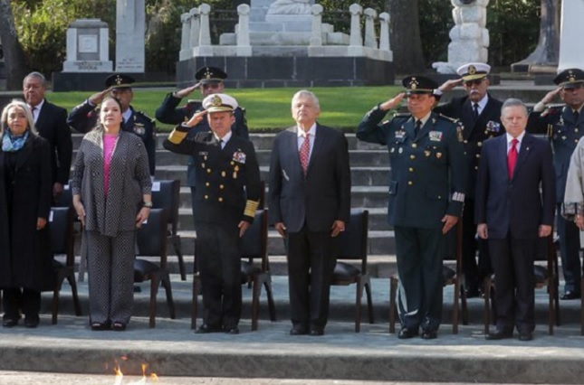 Marina Armada de México promete lealtad absoluta a AMLO