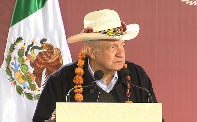 Caminos y apoyos de Biestar promete AMLO en Pahuatlán