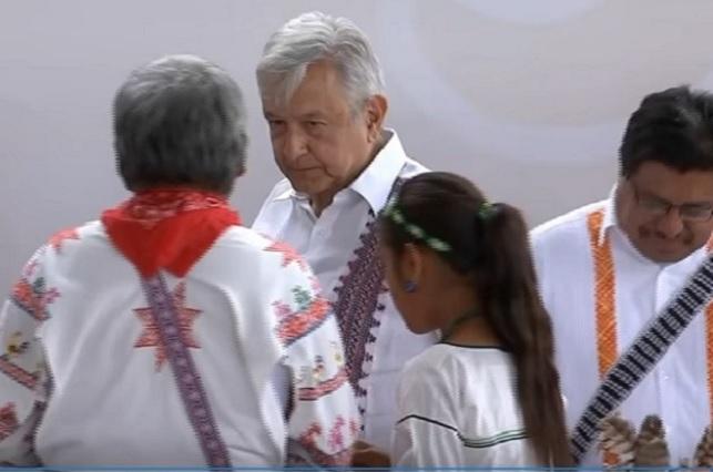 Vergonzoso, que califiquen de racismo la ayuda a indígenas, dice AMLO