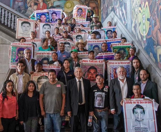 AMLO pide que se aporten datos para cerrar herida en caso Ayotzinapa