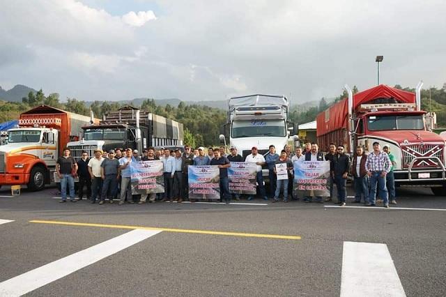 Amagan camioneros de AMOTAC con paralizar carreteras de Puebla