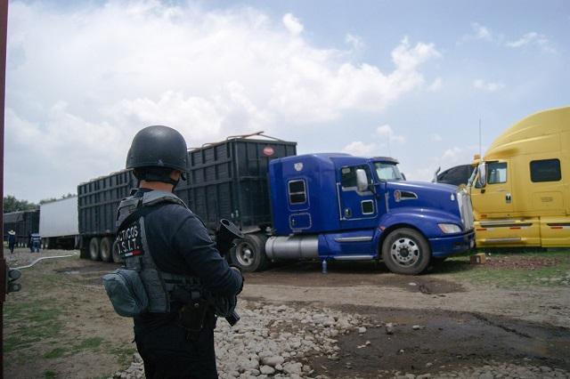 En predio de Amozoc, FGE recupera 60 vehículos y mercancía robada
