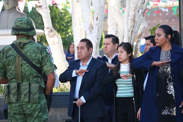 Encabeza edil de Amozoc ceremonia por gesta de Niños Héroes