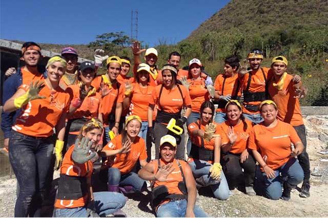 Construye la Anáhuac casas con material reciclado en El Aguacate