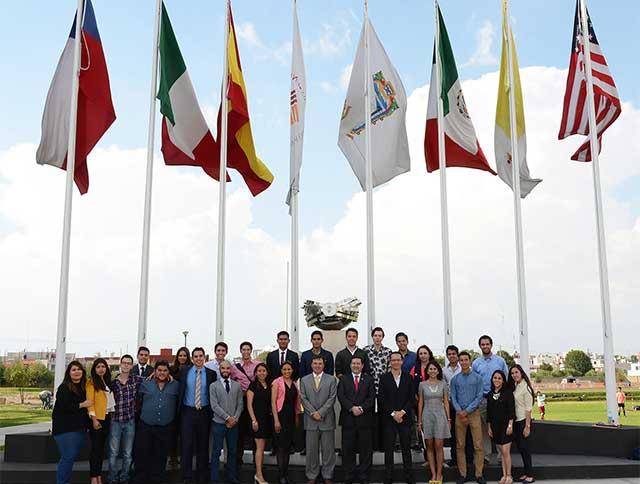 Alumnos Anáhuac Puebla se reúnen con directivos de Vector Casas de Bolsa