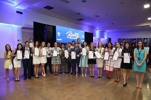 Red de Universidades Anáhuac gana mayoría de premios CENEVAL