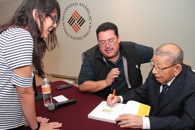 Montero Ponce presentó su libro La Aventura de Vivir, en la Anáhuac