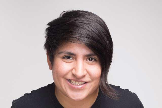 Ana Julia Yeyé trae su espectáculo de comedia y auto-bullyingn a Puebla
