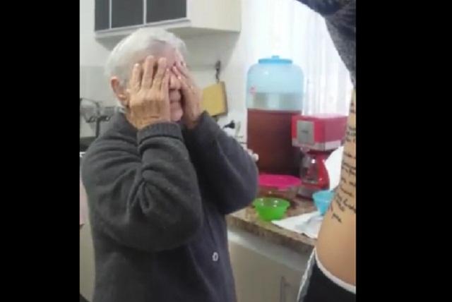 Abuela tiene alzhéimer y su nieto la da una gran sorpresa