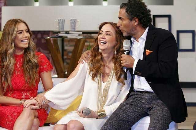 Galilea Montijo y Andrea Legarreta ofrecen regalos para XV años de Rubí