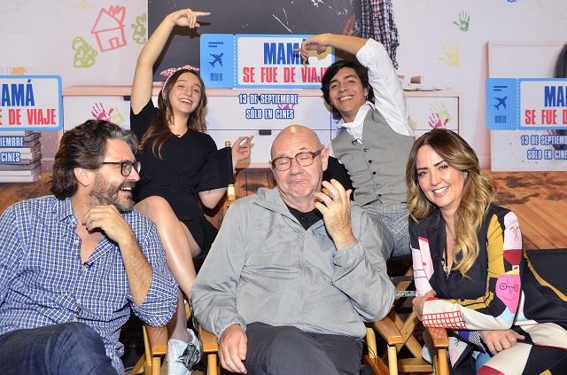 Andrea Legarreta presenta película Mi mamá se fue de viaje