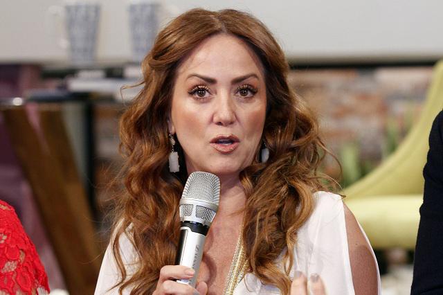 Andrea Legarreta estalla contra quienes publican chismes sobre su familia