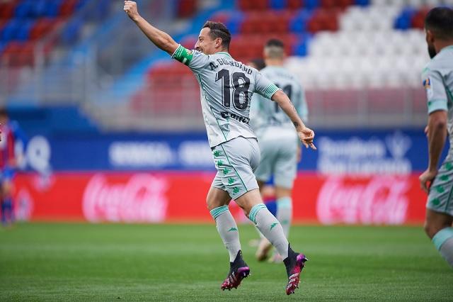 Andrés Guardado anota en el empate de Betis ante Eibar
