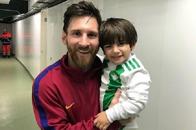 Hijo de Andrés Guardado deja ver que su ídolo no es su padre sino Messi