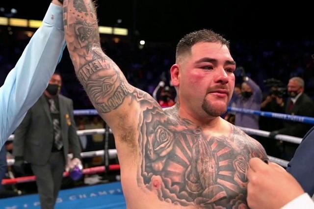 Andy Ruiz vive sufrida victoria en su regreso a los cuadriláteros