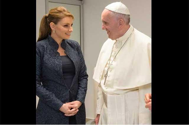 Angélica Rivera y sus atuendos en la visita del Papa Francisco