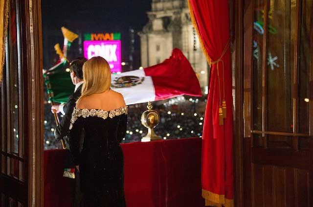 Quién Diseñó Vestido De Angélica Rivera Para Noche Del 15 De