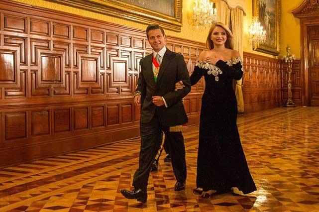 ¿Quién diseñó vestido de Angélica Rivera para noche del 15 de septiembre?