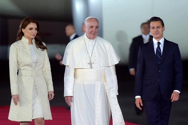 Difunden fotos de Sofía Castro y Angélica Rivera en el Vaticano