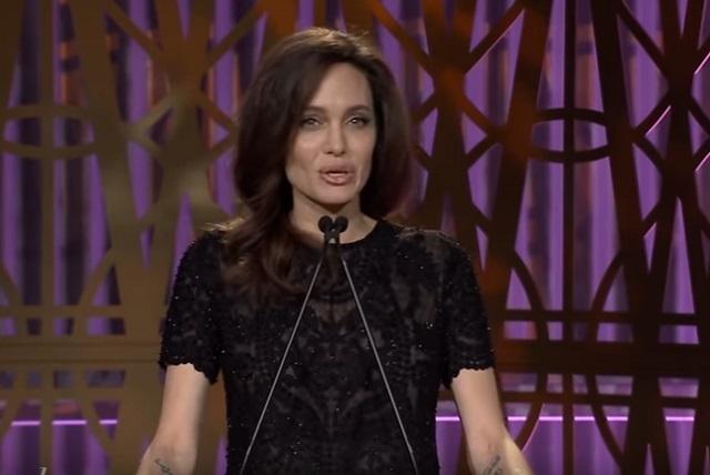 Angelina Jolie abre su canal de YouTube y miles la siguen