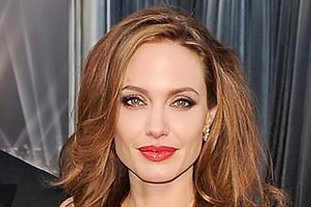 Angelina Jolie estaría estrenando romance con joven actor