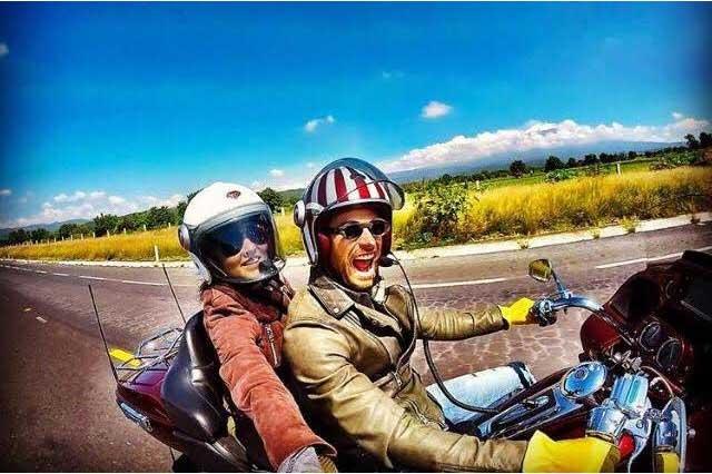 Angelique Boyer y Sebastián Rulli presumen de su amor en motocicleta
