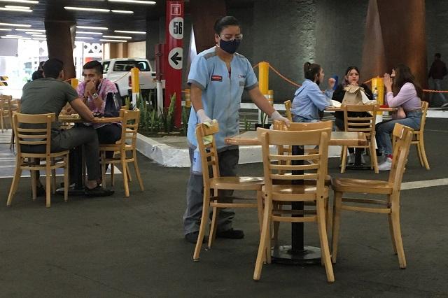 En Angelópolis y Dorada usan estacionamientos como restaurantes