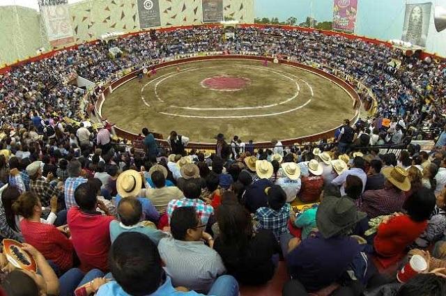 Enfrenta a animalistas y taurinos nueva plaza de toros en Puebla