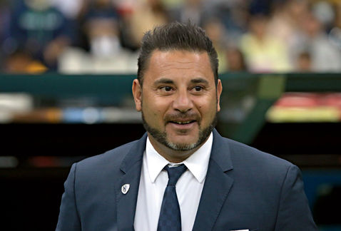 El futbolista mexicano es táctico y obediente: Antonio Mohamed