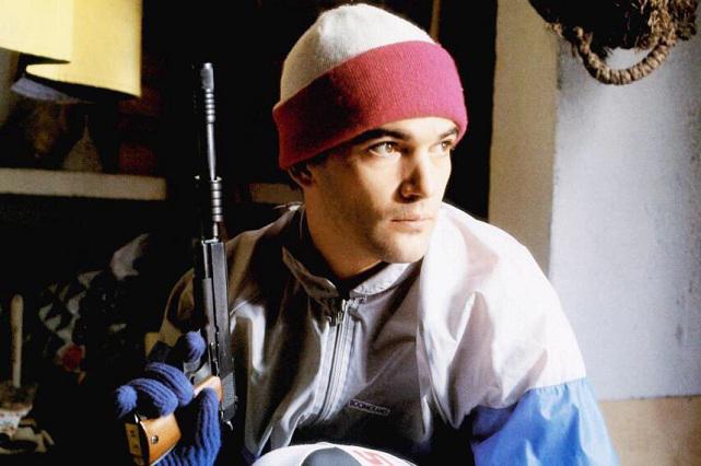 Antonio Banderas publica foto armado después de masacre en Florida