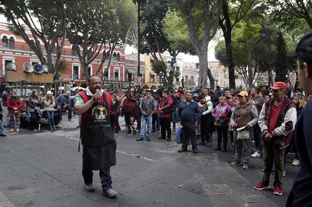 Protestan antorchistas por trato desigual en permisos para ambulantes