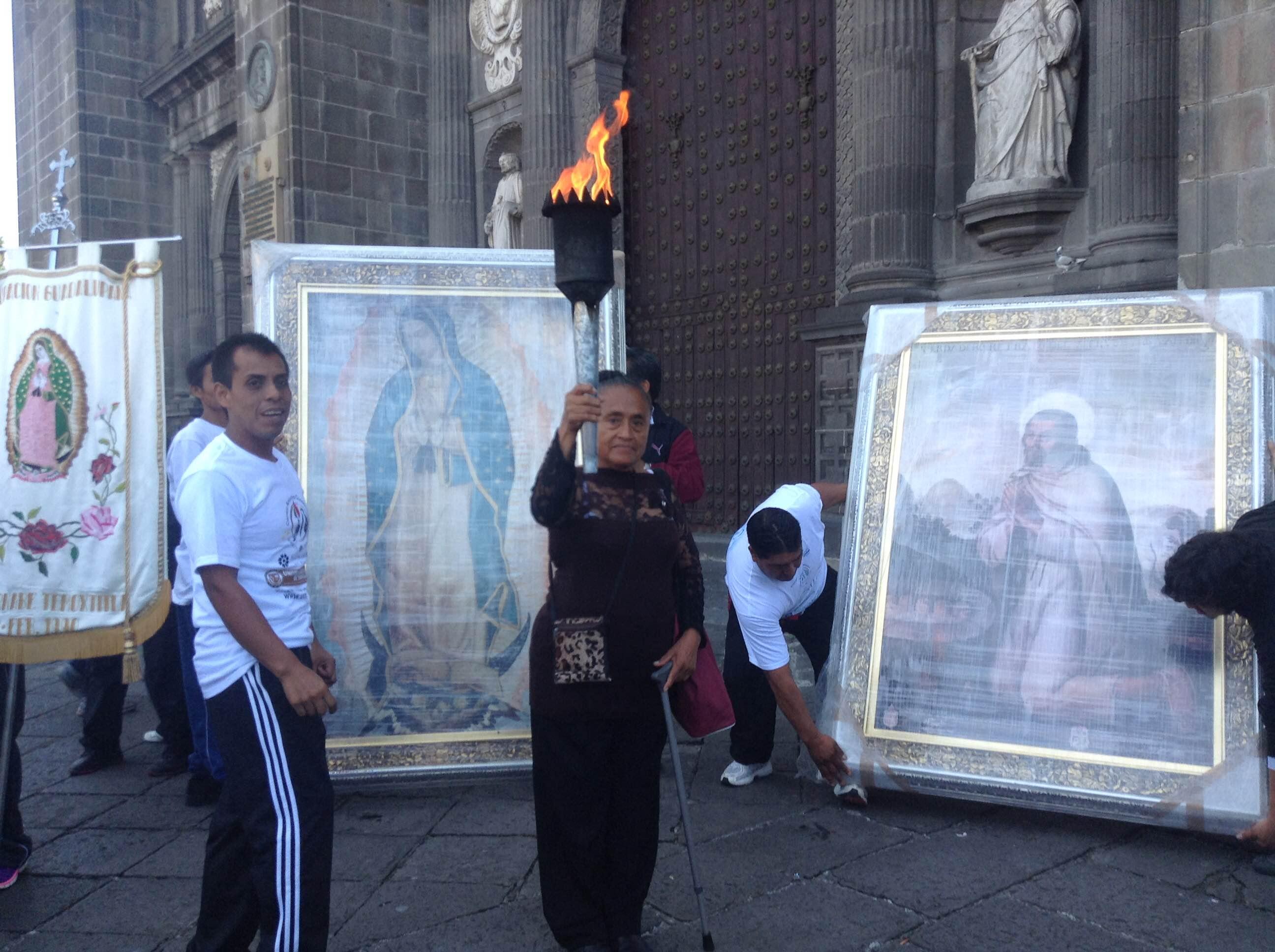 Antorcha Guadalupana nos recuerda  a migrantes y a sus familias: obispo