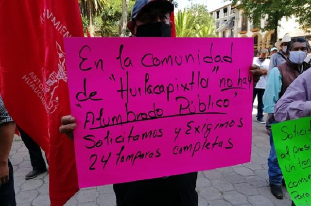 Antorchistas protestan y piden salida del edil de Huauchinango