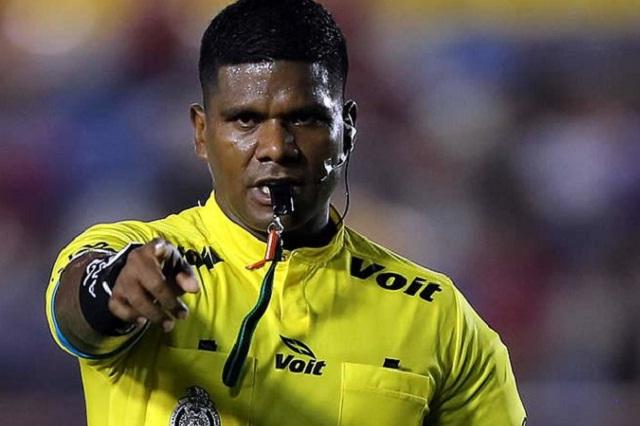 Por ser negro lo despidieron, dice árbitro de fútbol