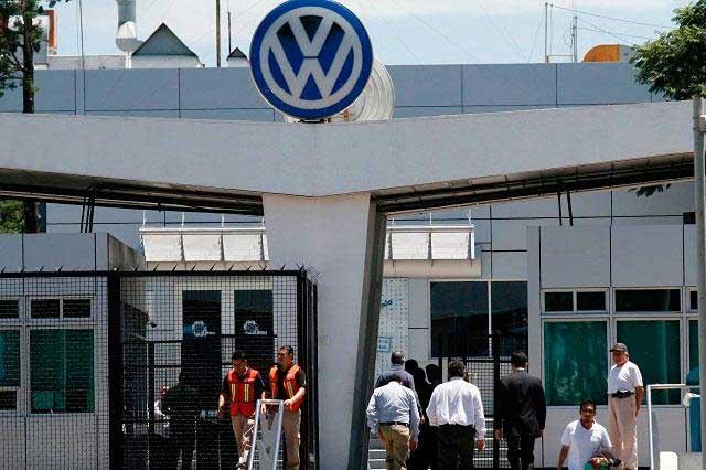 Obreros de VW van por incremento salarial de dos dígitos